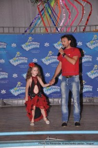 Андрей Еремин представляет зрителям «Будущую Майю Плисецкую» - шестилетнюю Катю Бодрухину из Луганска.