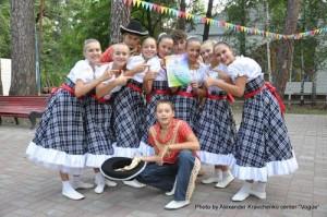 Как и все участники хореографической смены, ансамбль «Престиж» из села Подгоровка Старобельского района Луганской области получил благодарственное письмо от администрации лагеря.