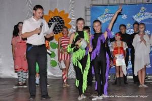 Все участники отчетного концерта получили грамоты от администрации лагеря «Перлина Донеччини»
